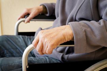 老人 手 車椅子