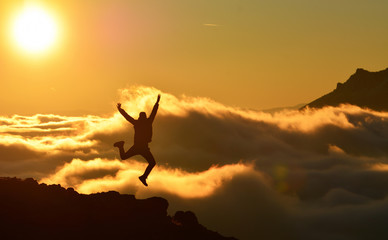 Mutluluktan Havaya Zıplamak