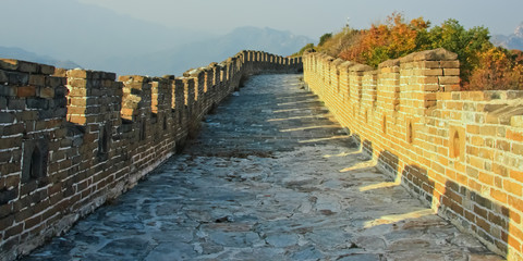Foto auf Acrylglas Chinesische Mauer On the great wall of China. The wall is the road. Plot Mutianyu Great Wall