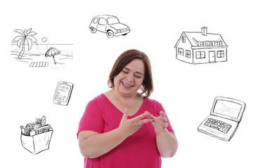 femme heureuse comptant son budget