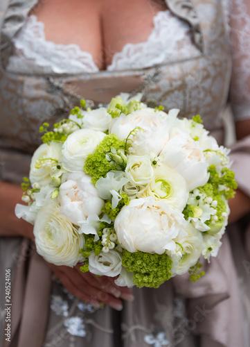 Brautstrauss Mit Bunten Blumen Bei Hochzeit Stockfotos Und