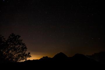 notte stellata sulle Alpi apuane