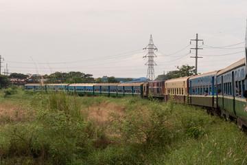 Ferrocarril y tren birmano. Yangon, Myanmar