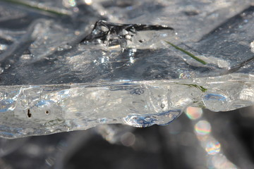 Abstrakte Strukturen in gebrochenen Eisplatten