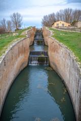Las compuerta de Canal  de Castilla en Fromista, Palencia provincia, España