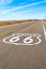 Keuken foto achterwand Route 66 Route 66 in the Mojave Desert, east of Barstow, California