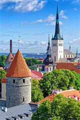 Blick auf Olaikirche und Türme der Altstadt Tallinn, Estland