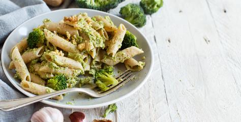 Wholegrain Pasta with broccoli and walnuts cream