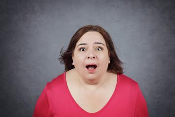 femme surprise expression