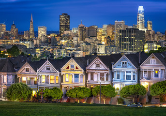 Fototapete - Painted Ladies in San Fran