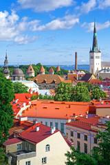 Blick auf Altstadt und Olaikirche, Tallinn, Estland