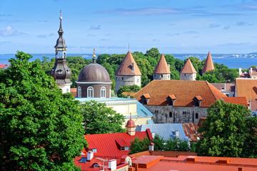 Blick auf historische Türme und Altstadt Tallinn, Estland