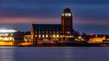 Abends an der Elbe in Hamburg