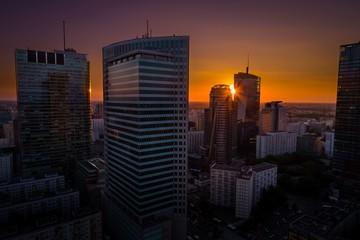 Krajobraz miasta podczas zachodu słońca. Warszawa, Polska