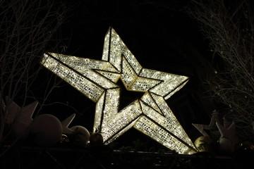 Christmas ornaments, stars . Adornos de Navidad, estrellas