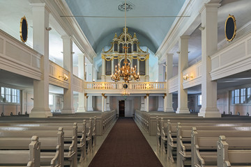 Photo sur Plexiglas Edifice religieux Interior of the Old Church of Helsinki, Finland. The church was built in 1824-1826 by design of the German architect Carl Ludvig Engel. The organ by Per Larsson Akermann was installed in 1869.