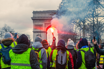 Fumigène Arc de Triomphe manifestation gilets jaunes