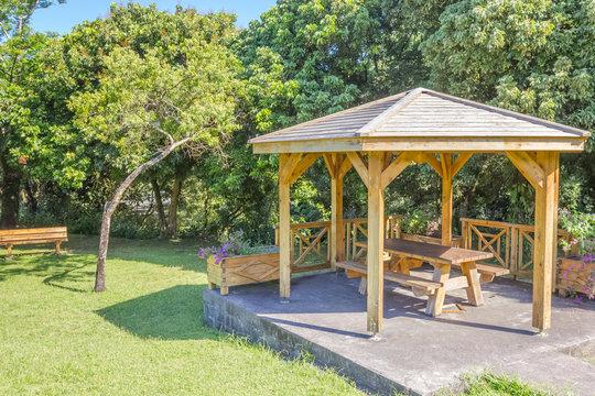kiosque public de picnic, Bois Blanc, île de la Réunion