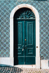 Papiers peints Con. ancienne detail of portuguese architecture in Lisbon: Old tradition colorful door of the house in Lissabon, Lisboa Portugal