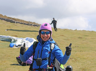 Fototapete - Paragliders preparing to launch