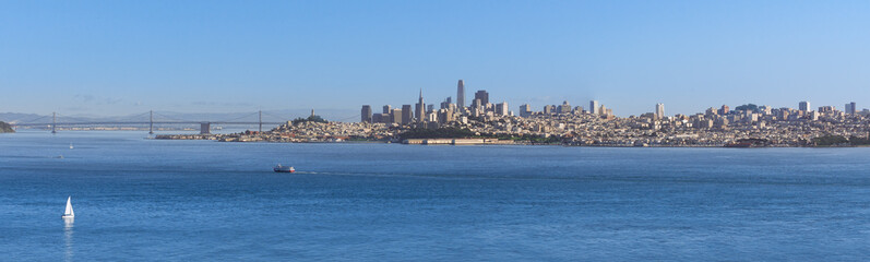 Fototapete - Sanfrancisco skyline from golden gate bridge