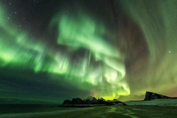 Foto auf Acrylglas Nordlicht Amazin landscape of northen lights in background at Lofoten, Norway