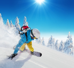 Fototapete - Young man skiing on piste