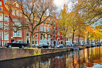 Fototapete - Amsterdam, Netherlands. Street with cars and traditional dutch