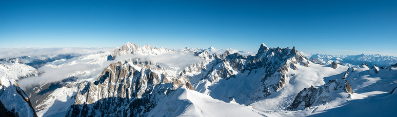 Foto auf Acrylglas Alpen beautiful panoramic scenery view of europe alps landscape from the aiguille du midi chamonix france