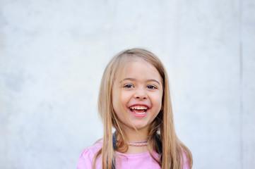 Fröhliches, lachendes Kind