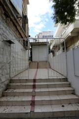 лестница для подъема вверх и спуска вниз
