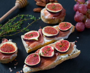 whole bread with cheese, parma ham and figs