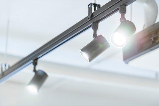 レールライトのスポット照明