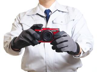 デジタルカメラと作業員