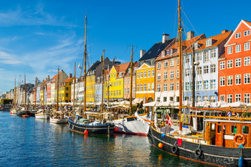 Photo sur Plexiglas Scandinavie Nyhavn in Copenhagen, Denmark on a sunny day