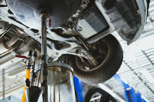 vehicle lift up by hydraulic for motor oil change
