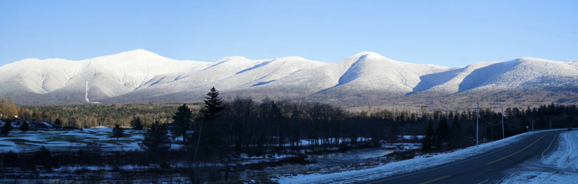 panoramic scenery of mount Washington after winter snow