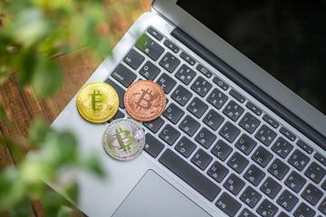 ノートパソコンとビットコイン