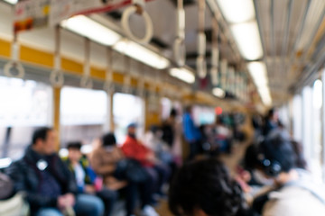 電車内の人々