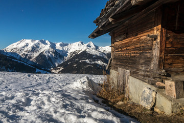Photo sur Aluminium chalet de montagne dans le beaufortain , en hiver , en Savoie , dans les Alpes , France