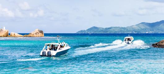 Seychelles, bateaux quittant la Digue pour Praslin