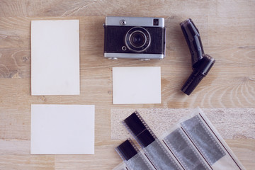 Empty papers grunge background with retro photo camera
