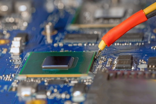 Replacement hub of laptop on the infrared rework station for bga chip