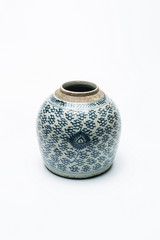 Chinese ancient blue and white ceramic jar / jar