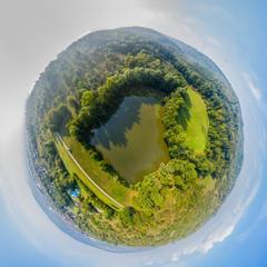 Little Planet eines See im Sommer