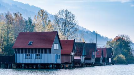 Bootshäuser am großen Alpsee