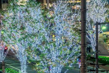 冬の街のイルミネーション 青い光1