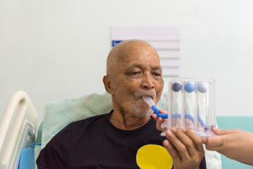 Patient use Incentive Spirometer in hospital