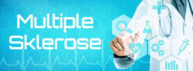 Arzt mit futuristischem Interface - Multiple Sklerose