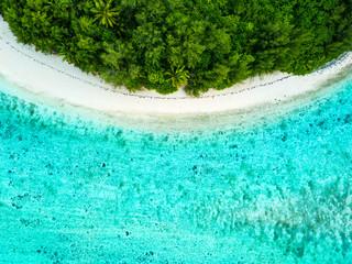 Foto auf Acrylglas Reef grun An aerial view of Muri Lagoon on Rarotonga in the Cook Islands